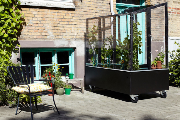 urban-green-house-on-patio-urbangardensweb