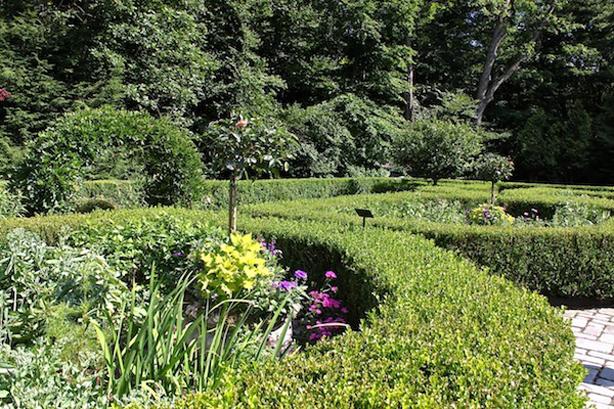 Mayflower-Inn-Shakespeare-Garden-quintessence