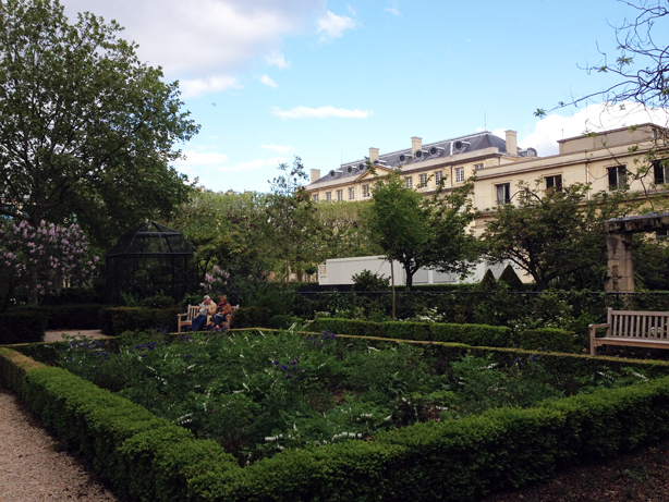 paris-archives-national-gardens-square-urbangardensweb