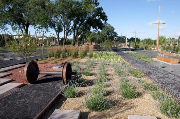 santa-fe-railyards-park