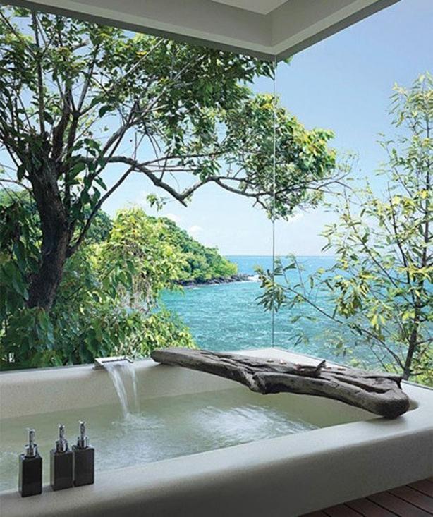 resize Tub over Ocean