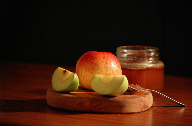 apples-honey-mike-goldberg-flickr