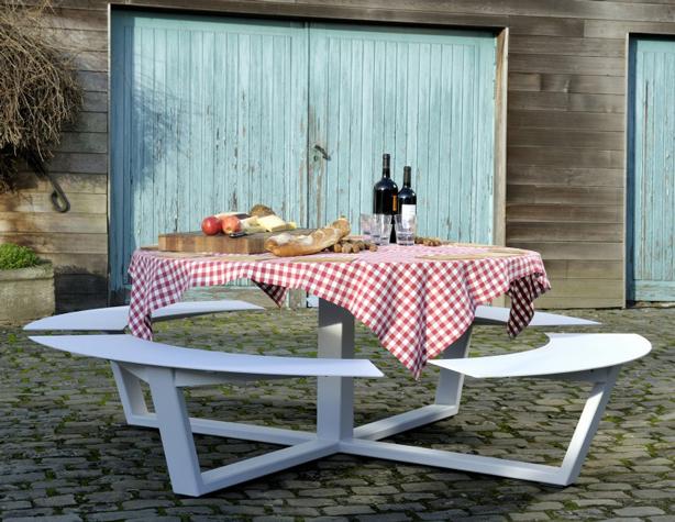 cassecroute-la-grande-ronde-04-ronde-picknicktafel-wit-aluminium-staal-960x627