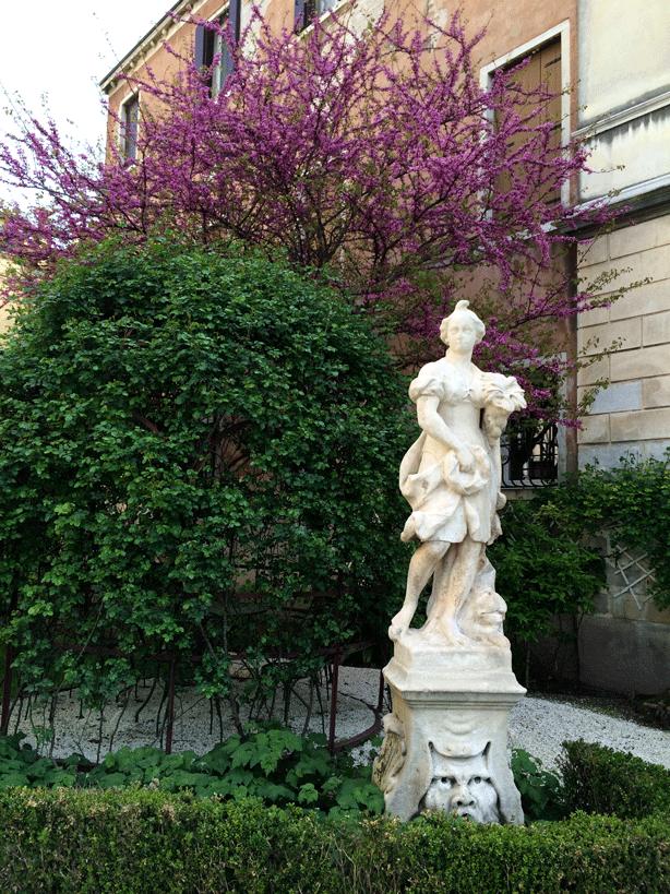 pallazzo-garden-wisteria-sculpture-614