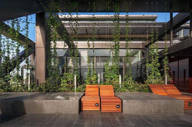 one_central_park-sky-garden-shaises