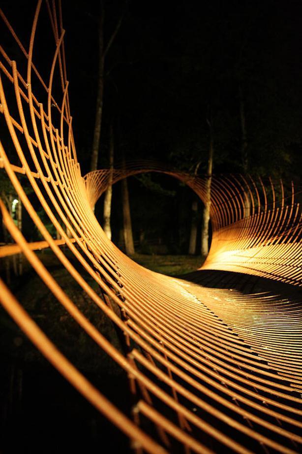 francis-beninca-sculpture-lit-at-night-urbangardensweb