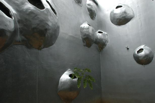 husos_biovlimate_buidling_facade_wall_planters_urbangardensweb