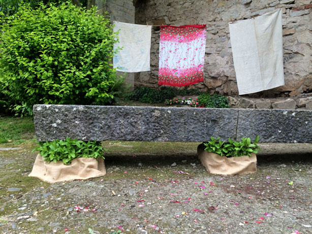 temps-de-flors-bench-hanging-laundry_urbangardensweb