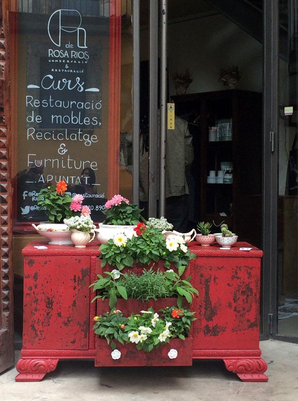 temps-de-flors-red-planted-dresser-urbangardensweb