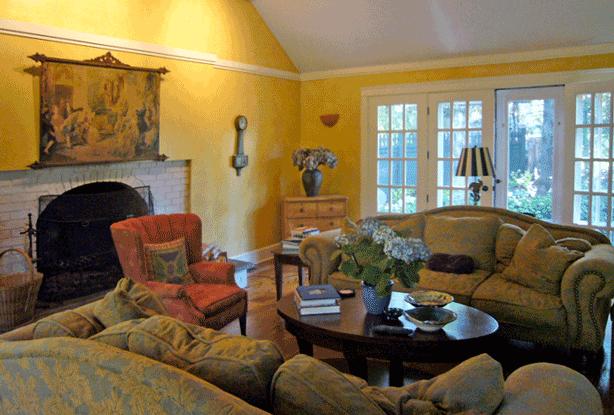 Connecticut-house-and-garden-family-room-makeover-robin-plaskoff-horton-urbangardensweb