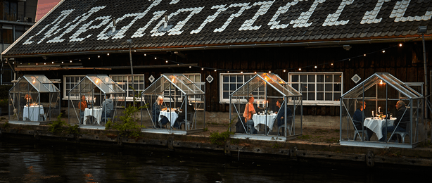 Amsterdam_restaurant_serves_diners_in_glass_greenhouses