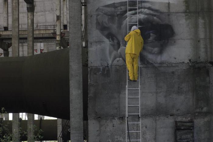 guido-van-helten-chernobyl-6