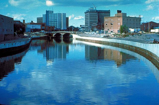 640px-Flint_River_in_Flint_MIchigan