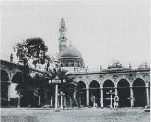 An old picture of Prophet's Mosque