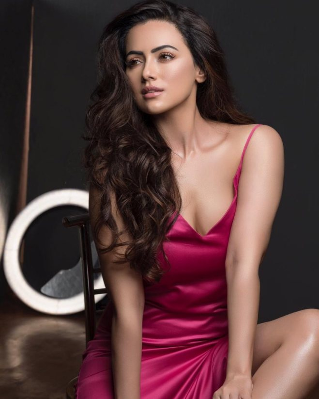 Sana Khan accuses Melvin Louis of cheating on her with multiple girls, calls him a compulsive liar
