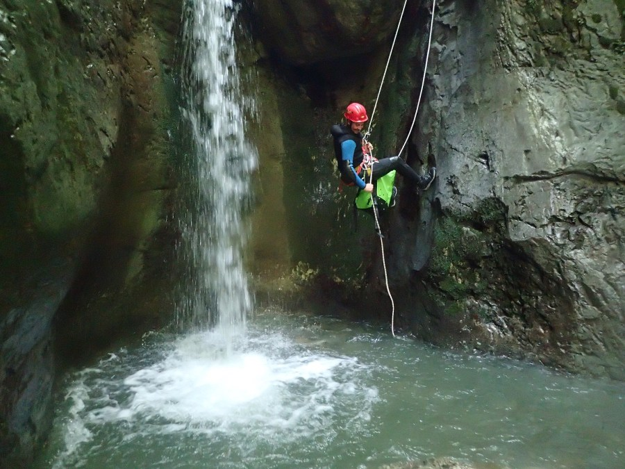 Canyon d'Ourdaiby Ur eta Lur Canyoning, Spéléo et Randonnée