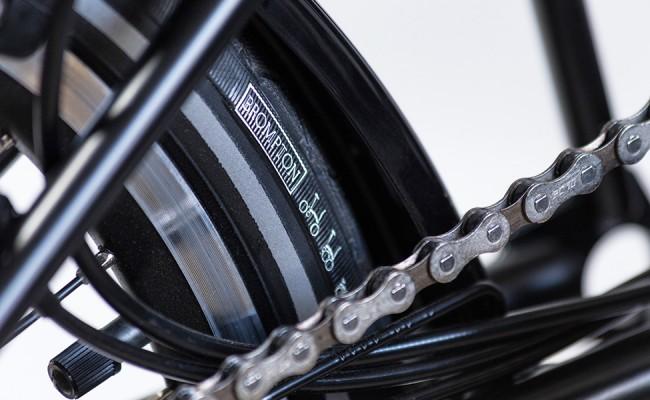 Black-Edition-Alll-Black-tire-detail