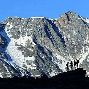 Photographie originale d'un Groupe de Randonneurs au lever du jour en montagne lors d'un stage photo