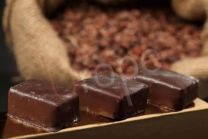 Photo de confiseries au chocolat noir
