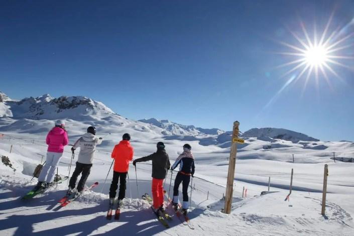 Photo du domaine skiable de Tignes avec le soleil en étoile