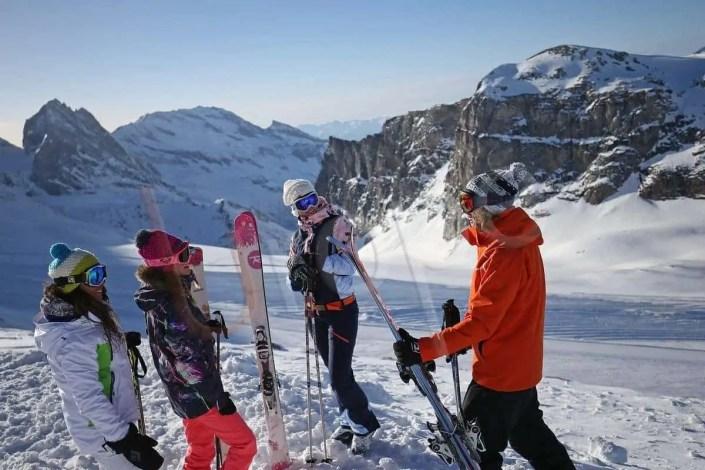 Groupe de skieurs à Tignes au dessus du glacier