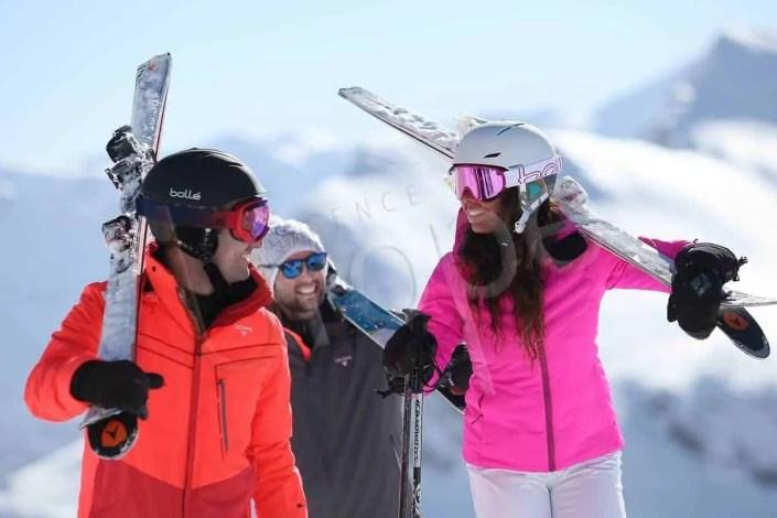 Photo d'un groupe de trois personnes en équipement Bollé