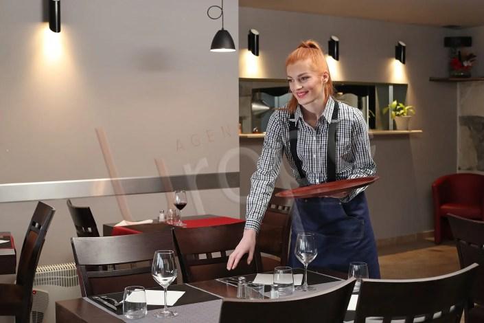 Photo de serveuse au restaurant Le Risset à Varces