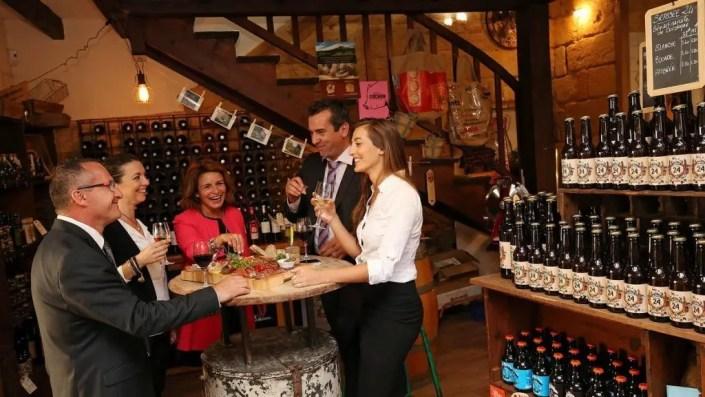 Photo d'illustration de dégustation de vin pour le tourisme incentive de Sarlat
