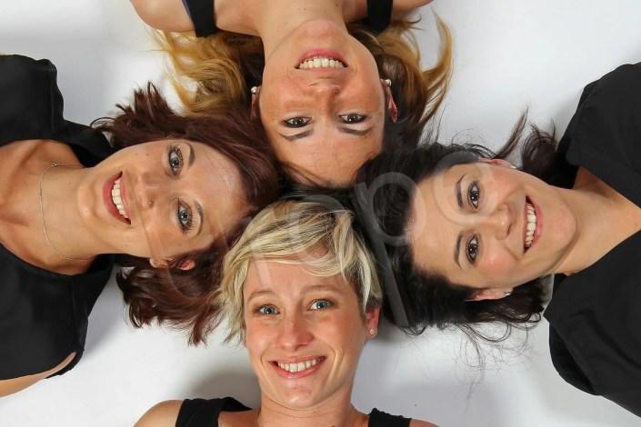 Quatre jeunes femmes lors d'un EVJF dont une future maman