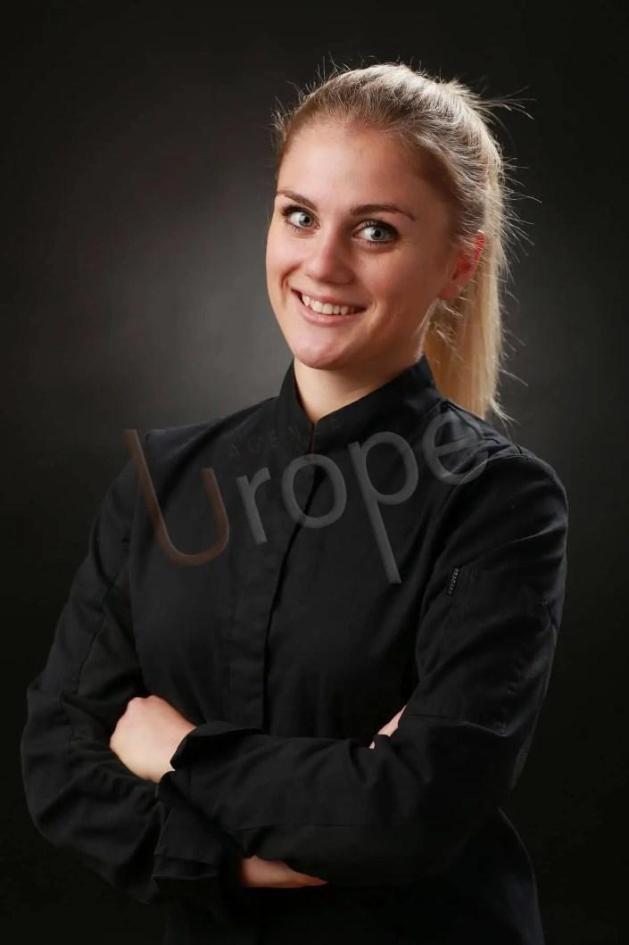 Photo professionnelle d'une femme pour un CV en tenue de travail
