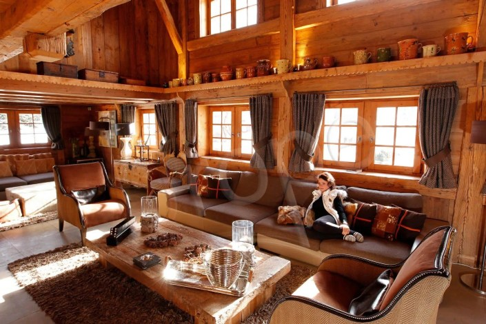 Photo du salon d'un chalet de luxe en Savoie