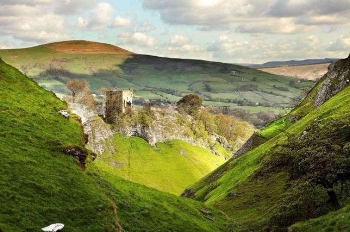 قلعة بيفريل في مدينة شيفيلد الانجليزية
