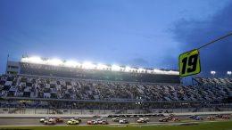 La pluie reporte la fin de course de Daytona