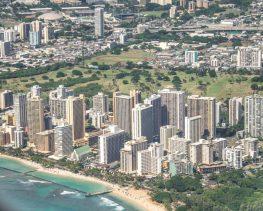 Von Oben: Waikiki Beach in Honolulu auf der Insel Oahu, Hawaii.