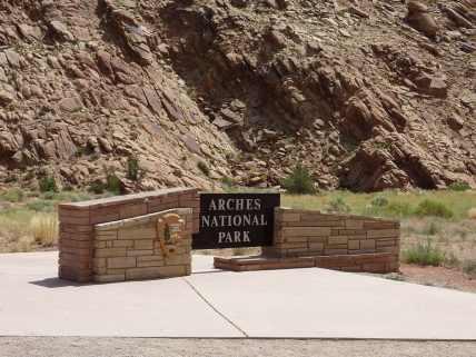 Eingangsschild vom arches-national-park