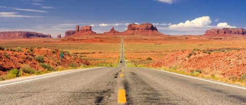 Straße ins Monument Valley, Utah.