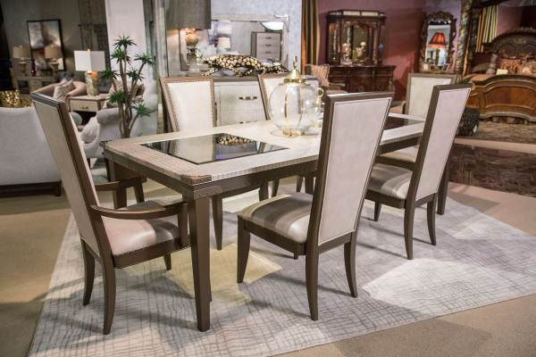 Valise Upholstered Amazon Tan Gator Dining Set