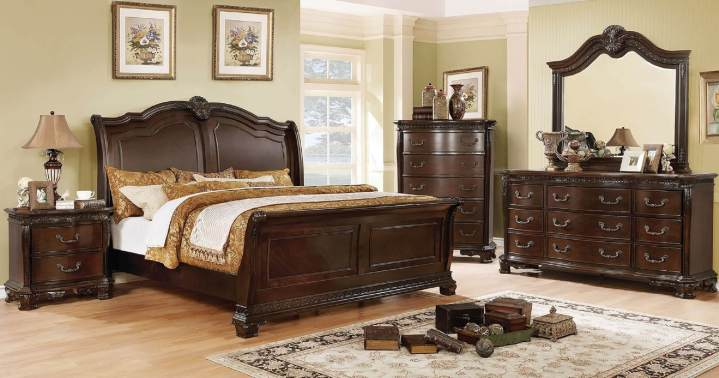 Isidora Sleigh Brown Finish Bedroom Set