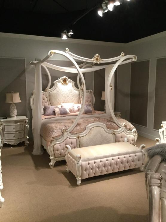 4 Piece Picardy Canopy Bedroom Set