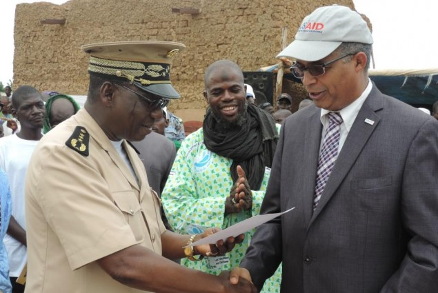 USAID Director hand out certification for Allaye-Daga to Mopti Governor