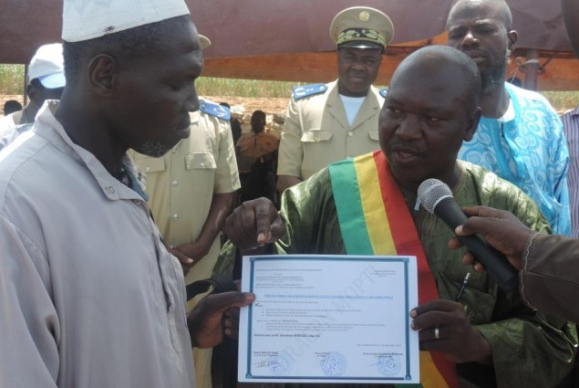 The Mayor of Sio hands out certificate to the village chief