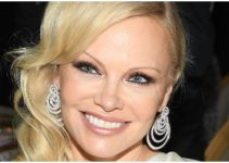 Pam Anderson Net Worth 2020, Biography, Awards, and Instagram