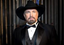 Garth Brooks Family 2020, Biography, and Net Worth Updates