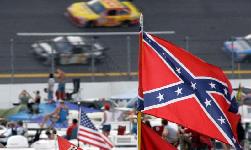 A NASCAR azonnali hatállyal betiltotta a konföderációs zászlót
