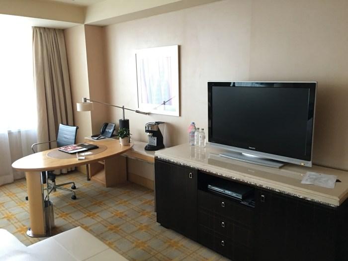 电视和书桌台