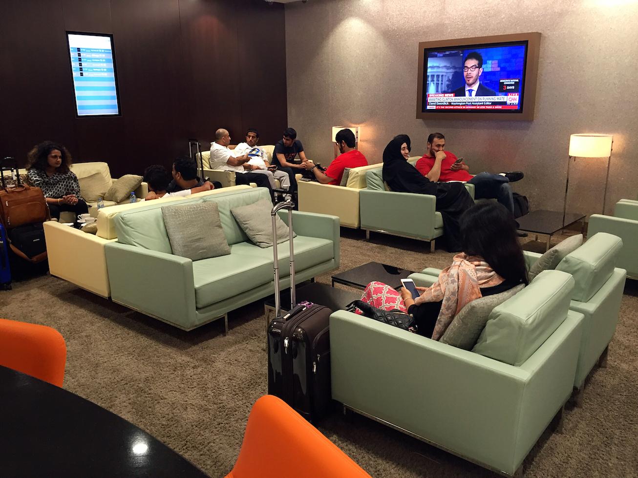 Etihad 航空阿布扎比機場頭等艙休息室體驗 - 美國信用卡指南