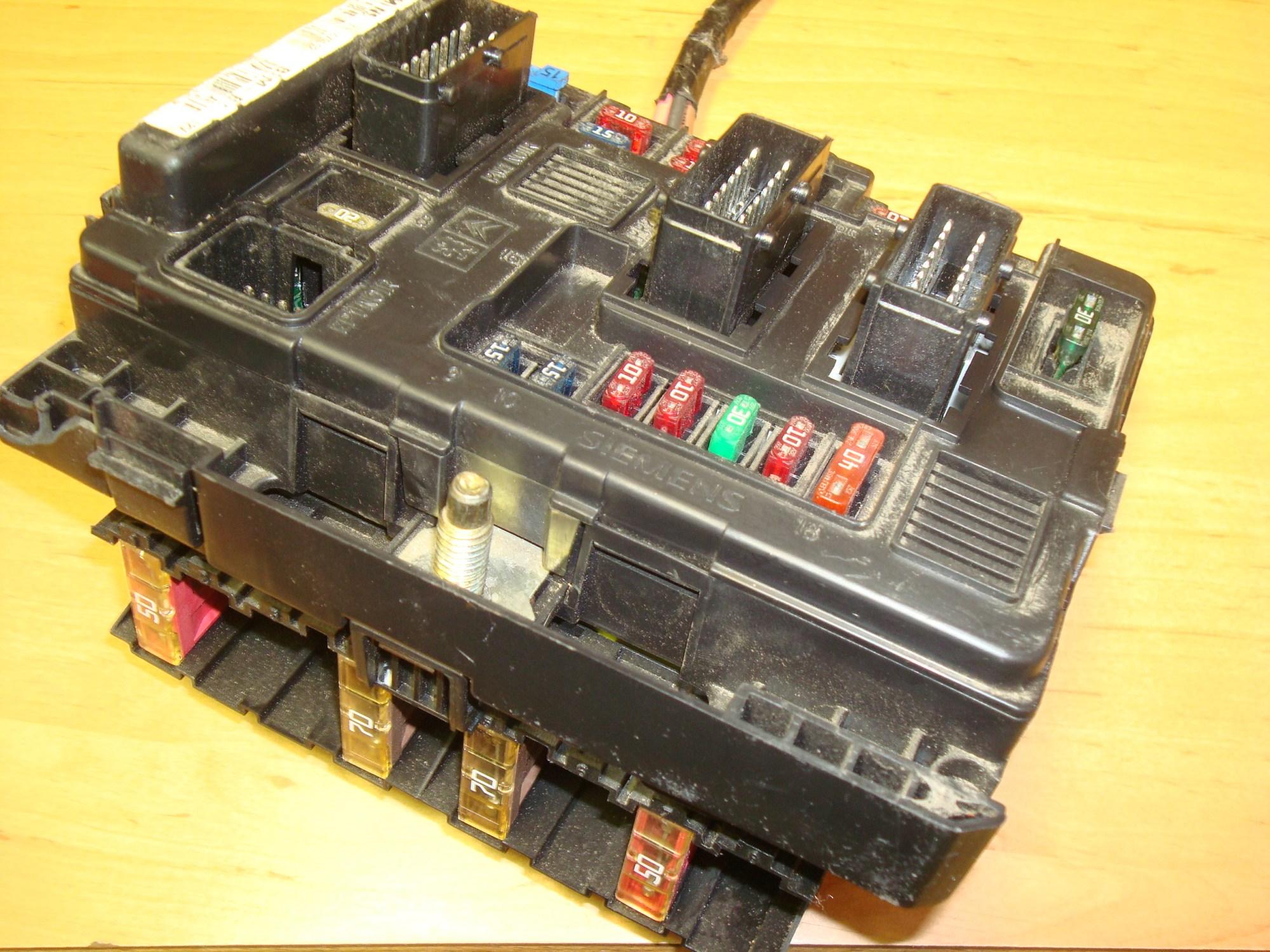 hight resolution of peugeot citroen relay fuse box ecu article t118470002 siemens