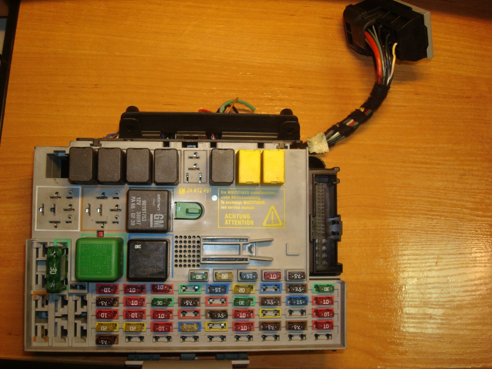 medium resolution of opel vauxhall zafira astra fuse box article 24431677 gm