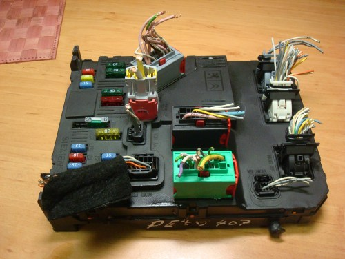 small resolution of peugeot 407 1 6 2 0 hdi 16v 04 10 body control module fuse box article 9655221080 bsi s02 00