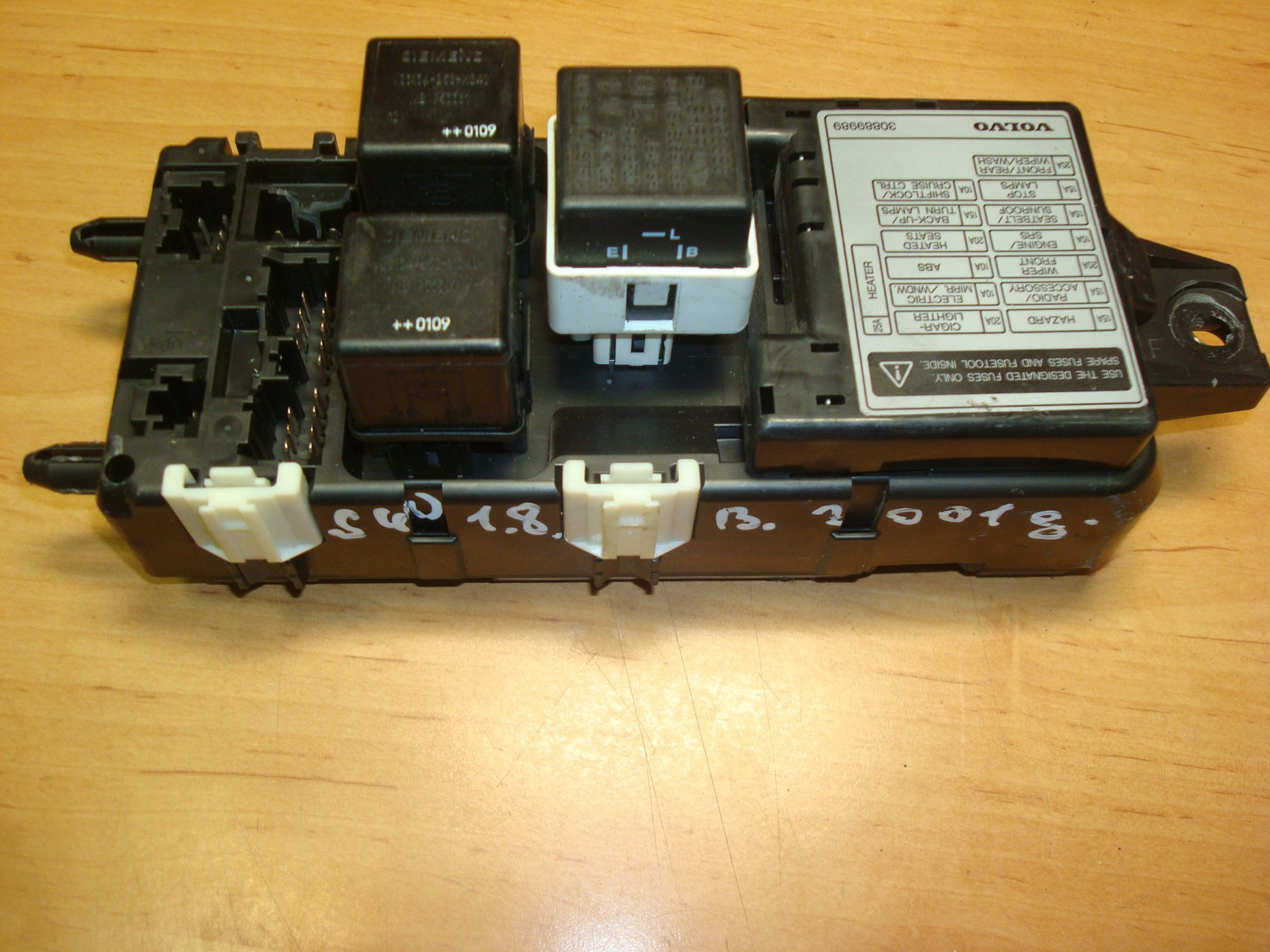 hight resolution of volvo s40 v40 96 04 fuse box relay volvo fuse box relay article 30889989 mb953383